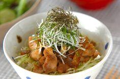 細切りにした鶏肉は、ひとくちサイズで食べやすいですよ。照り焼きチキン丼[和食/ご飯もの(寿司、ご飯、どんぶり)]2007.09.24公開のレシピです。