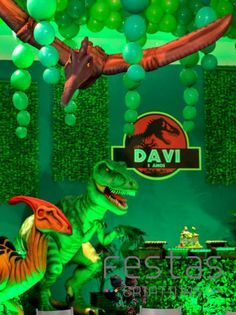 Festa Jurassic Park! Park Birthday, 5th Birthday Party Ideas, Kids Party Themes, Dinosaur Birthday Party, Festa Jurassic Park, Jurassic Park Logo, Park Party Decorations, Dinosaur Balloons, Art Party