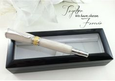 Personalized Engraved Bridal Wedding Guest Book Pen White Pearl 22kt Gold - FREE Engraving - TheWeddingMile.com Craft Wedding, Wedding Party Favors, Wedding Guest Book, Wedding Decor, Gold Wedding, Dream Wedding, Wedding Day, Wedding Attire, Engraving Fonts