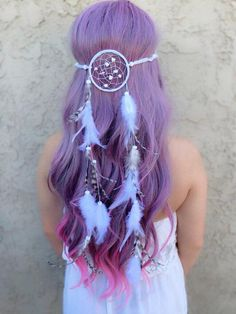Stunning dreamcatcher headband featuring white feathers as well as natural chinc. Stunning dreamcatcher headband featuring white feathers as well as natural chinchilla feathers. Pretty Hairstyles, Wedding Hairstyles, Crazy Hairstyles, Updo Hairstyle, Hairstyle Ideas, Hair Ideas, Dream Catcher White, Diy Dream Catcher, Dream Catcher Rings