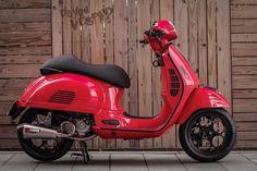 Bild Vespa 300, Vespa Gts 250, Vespa Sprint, Vintage Vespa, Vespa Retro, Triumph Motorcycles, Vespa Accessories, Vespa Motor Scooters, Vespa Logo