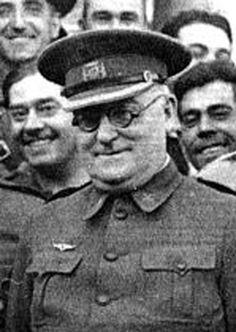 "Republikanernes general Jose Miaja skulle forsvare Madrid ""for en hver pris"". Spanish War, Illustrations, Military History, Civilization, The Twenties, Wwii, Captain Hat, Madrid, Aircraft"