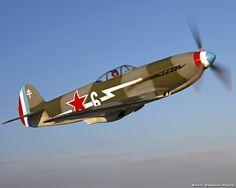Yakovlev Yak-3 | Yak-3 était la dénomination d'un chasseur soviétique de la 2e guerre mondiale réservé aux unités d'élite de l'armée aérienne soviétique. ... Entre 2 500 et 3 000 m, il avait une maniabilité et une vitesse supérieures aux appareils allemands et alliés ce qui lui valut son surnom de « Moustique ». La structure avait été allégée et son moteur optimisé pour fournir son maximum de puissance en dessous de 5 000 mètres. Wikipédia