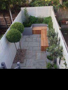 Take your patio layout design to the next level with our list of favorite ideas. Whether it is large patios, or fire pits you will find everything you need Small Courtyard Gardens, Small Backyard Gardens, Small Backyard Landscaping, Garden Spaces, Small Gardens, Backyard Patio, Courtyard Ideas, Rock Landscaping, Balcony Ideas