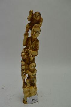JAPON, fin XIXe Groupe en ivoire, le père et ses enfants 27 cm