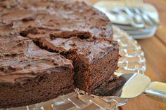 Esta fue la torta que mi hijo Andrés me pidió le haga por su cumpleaños. Si bien ama el chocolate, le tiene más amor a la Nutella. Así que combinando sus dos pasiones el resultado fue esta delicios…