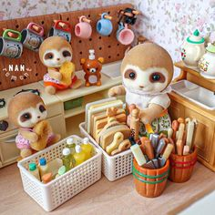 Calico Critters Families, Critters 3, Sylvania Families, Lps Accessories, Childhood Memories 90s, Family Crafts, Miniature Crafts, Cute Little Things, Cute Toys