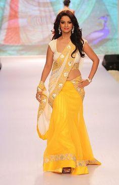 Adaa Khan Comedy Nights Bachao Ki Sabse Khubsurat Ladki Wiki and Photos Pakistani Girls Pic, Pakistani Outfits, Indian Outfits, Indian Clothes, Indian Girls, Outfits 2016, Girl Outfits, Indian Bridal Wear, Indian Wear