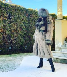 Agentka Furqueen (@agentkafurqueen) в Instagram: «Winter time❄️ #furqueen #realfur #furgoddess #fox #foxfur #foxfurcoat #furcoat #furhat #bluefox…» Fox Fur Coat, Winter Time, Taking Pictures, Furs, Selfies, Hot, Women's Fashion, Ebay, Nice