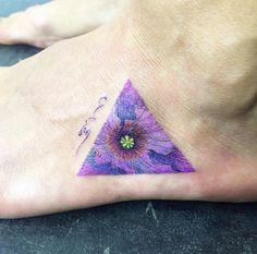 Triangular Poppy Tattoo by Ilwol