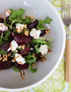 Salad of roasted beetroot, goat's cheese and hazelnuts on wild rocket - A really easy lunchtime salad