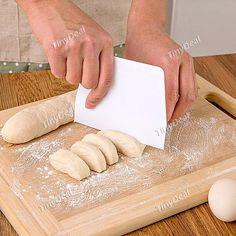 DIY Medium Baking Scraper Butter Knife Plastic Cake Dough Cutter Kitchen Baking Tools - Color Assorted HKI-406702