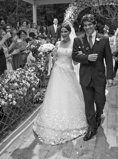 Casamento na fazenda: Maria Luiza Gouvea Vieira + Paulo Gouvea - Constance Zahn Lace Wedding, Wedding Dresses, Boho, Floral, Sleeves, Fashion, Farm Wedding, Florists, Hair And Makeup