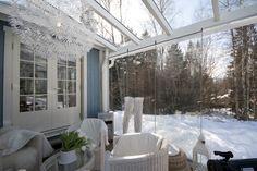 Зима, все спит... Остекленная терраса ждет весны... #Lumon#терраса#остекление#безрамное остекление#стекло#интерьер#уютный дом#дача#дом