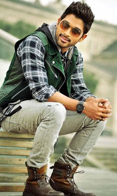 stylest Allu Arjun new trading style amazing pictures collection - Life is Won for Flying (wonfy) Famous Indian Actors, Indian Celebrities, Famous Celebrities, Cute Actors, Handsome Actors, Indian Actress Photos, Indian Actresses, New Wallpaper Hd, Couple Wallpaper