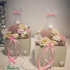 Fa ládába tojást nyuszit dekorokat helyeztem el . A postaköltségek a mindenkori díjszabás szerintiek. Személyes átvétel Székesfehérváron.