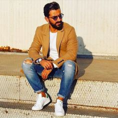 Royal Fashionsit is the best Men's Fashion Guide. Here you will find the latest trends on men's style. Get inspired with these outfits and leave your comment below. Men Street, Street Wear, Gentlemen Wear, Best Street Style, Mens Style Guide, Best Mens Fashion, Modern Man, Fashion Lookbook, Mens Clothing Styles