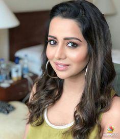 It's looks cute. Indian Bollywood Actors, Bollywood Actress, Indian Actresses, Actors & Actresses, Hair Color Dark, Brown Hair Colors, Hair Colour, Beautiful Girl Photo, Beautiful Smile