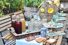 Summer Tablescapes Summer Party Themes, Summer Parties, Party Ideas, Summer Table Decorations, Al Fresco Dinner, Tea Party Table, Brewing Tea, Tea Recipes, Iced Tea