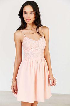 Bridesmaids Urban outfitters / Kimchi Blue Spaghetti Strap Lace Dress