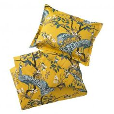 Birds of a feather bring your bedroom together with DwellStudio's Peacock King Duvet Set.