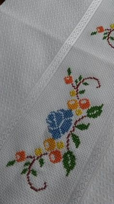 Small Cross Stitch, Cross Stitch Rose, Cross Stitch Borders, Cross Stitch Designs, Cross Stitch Patterns, Hand Embroidery Design Patterns, Embroidery Motifs, Filet Crochet, Diy Crochet