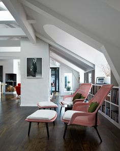 Lovely chair slow chair by Vitra (http://www.cimmermann.co.uk/product/slow_chair/) liking pink these days.