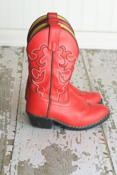 My dream boots! Every girl needs her footloose red cowgirl boots ...