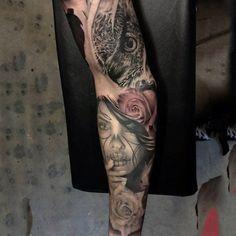 Vonzó Day Of The Dead Lady És Rose Tattoo ujjak Guys