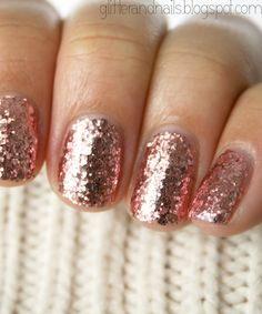 (voila! original blog post) Glitter and Nails: Paillettes intégral et laine : China Glaze Glam