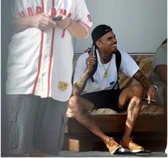 lol he's so cute. Chris Brown Quotes, Chris Brown Art, Chris Brown Pictures, Chris Brown And Royalty, Just Beautiful Men, Three Kids, Gentleman, Fashion Looks, Style