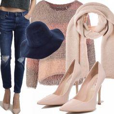 La sciarpa protagonista del periodo invernale, ci tiene al caldo e ci coccola di morbidezza. Il look è studiato a partire proprio da essa, abbinando le scarpe e la maglia per avere un effetto bilanciato e cromatico, tocco glamour il cappello abbinato ai jeans.