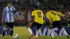 Argentina's Lionel Messi (L) controls the ball marked by Colombian Alexander Mejia (C) and Aldo Leao Ramirez during the FIFA World Cup Brazil 2014 qualifying match at the Monumental stadium in Buenos Aires, on June 7, 2013. AFP PHOTO / Alejandro PAGNI