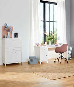Inspirace pro bydlení – od severského k venkovskému stylu | V Tc Office Desk, Corner Desk, Furniture, Home Decor, Corner Table, Desk Office, Decoration Home, Desk, Room Decor