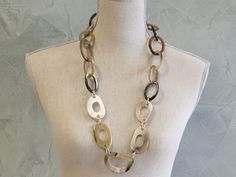 horn Wide accent links necklace.