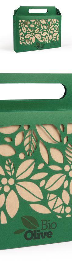 Scatola con manico e fondo automatico decorata con microtaglio laser. Crash lock bottom box and handle decorated with laser microcutting.