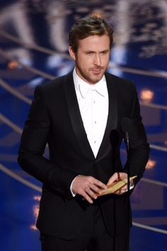 To The Academy Awards Presenter Ryan Gosling Wore A Gucci Black Shawl Lapel One On Signoria Tuxedo With White Evening Shirt And Silk Bowtie