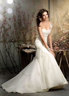 Jim Hjelm Bridal Gowns, Wedding Dresses Style jh8955 by JLM Couture, Inc.
