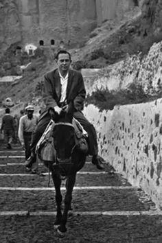 Säveltäjä aasin selässä Kreikan Santorinilla 1960. Hipster, Painting, Art, Style, Museum, Craft Art, Hipsters, Stylus, Paintings