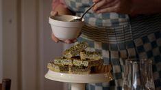 De saus pesto van zevenblad komt uit het programma Koken met van Boven. Lees hier het hele recept en maak zelf heerlijke pesto van zevenblad.
