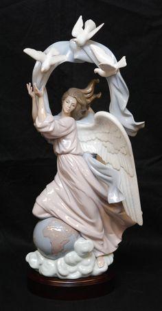"LLADRO PORCELAIN VISION OF PEACE FIGURINE 1803  Lladro Spanish porcelain figure titled ""Vision of Peace""."