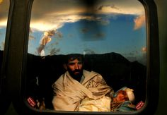 Father & child in the aftermath of Kashmir earthquake - Andrea Bruce