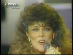 Presentación de Veróncia Castro en el programa Siempre en domingo, interpretando la canción Simplemente todo de 1986.