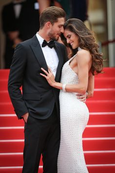 Kevin Trapp and Izabel Goulart attend 'The Killing Of A Sacred Deer' premiere during the annual Cannes Film Festival at Palais des Festivals on. Izabel Goulart, Elegant Couple, Stylish Couple, Couple Pictures, Girl Pictures, Charlotte Gainsbourg, Keith Urban, Beauté Blonde, Palais Des Festivals