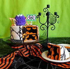 This makes me happy...polka dot cake, Halloween decor, spider web frosting, ribbon cake border, adorable spider and spooktacular printables.