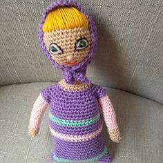 Háčkovaná panenka v noční košilce 18 cm Crochet Dolls, Crochet Hats, Knitting Hats, Crochet Doilies