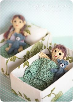 Good Thing Come in Small Packages. Free pattern for dolls here: http://byhookbyhand.blogspot.com/2009/11/good-thing-come-in-small-packages.html
