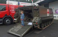 Belgian army M113 tracked ambulance Sheridan Tank, Army Medic, Hummer, Ambulance, Land Cruiser, Military Vehicles, Jeep, Fire, Cold War