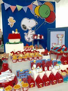 Painel Snoopy Snoopy Birthday, Happy Birthday Minions, Snoopy Party, 1st Boy Birthday, Charlie Brown Y Snoopy, Charlie Brown Christmas, 1 Year Old Birthday Party, Boy Birthday Parties, Pjmask Party