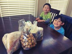 Thank you so much for bringing us goodies all the way from California auntie Wang! I haven't had bamboo shoots and longan for a long time! Kids are so excited to try these. #foodies #bambooshoots #longan #pickleddaikon #pickledturnips #pickledkale #friendship #shanghaifood #shanghainesemom #shanghainese #childhoodmemories #authenticchinesefood